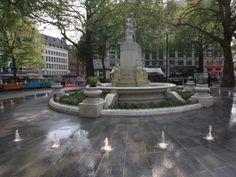 """Eine meiner Lieblinsszenen aus """"Love on Air - Verliebt in London"""" spielt an diesem Brunnen auf dem Leicester Square."""
