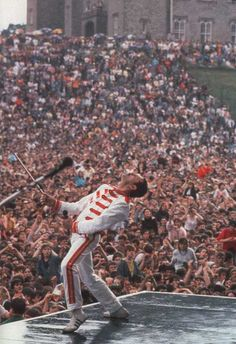 Freddie Mercury performing at Slane Castle in Mr Fahrenheit, Impression Poster, Digital History, Queens Wallpaper, Queen Photos, We Will Rock You, Queen Freddie Mercury, Queen Band, Killer Queen