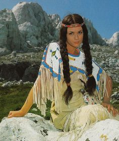 Apache indian girl ~ Marie Versini from Karl Mays German/Croatian movie 'Winnetou and Old Shatterhand' Native American Face Paint, Native American Girls, Native American Pictures, Native American Beauty, American Indians, Apache Indian, Red Indian, Film Cowboy, Indian Costumes