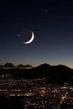 Moon with Jupiter and Venus over Palermo, Sicily, Italy. Palermo is located in the northwest of the island of Sicily, right by the Gulf of Palermo in the Tyrrhenian Sea. Beautiful Moon, Beautiful World, Beautiful Places, Shoot The Moon, Moon Pictures, Moon Images, Moon Photos, Good Night Moon, Stars And Moon