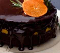 This Chocolate Clementine Cake Recipe is a winter winner. Clemengolds are in peak season, and the thick gorgeous clementine curd in the center of the cake pages homage to this pretty citrus fruit. Pudding Oats, Malva Pudding, Vanilla Fudge Recipes, Cake Recipes, Dessert Recipes, Pudding Desserts, Winter Desserts, Christmas Desserts, Peppermint Crisp Tart