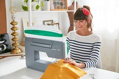 The DESIGNER JADE™ 35 sewing and embroidery machine is the ideal model for personalizing any project. Viking Embroidery, Machine Embroidery, Sewing Tutorials, Jade, Room Ideas, Quilting, Pretty, Crafts, Design
