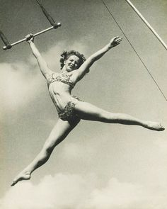 La Norma Fox, circus trapeze star and aerialist. La Norma started in circus at age thirteen. Old Circus, Night Circus, Circo Vintage, Le Clown, Aerial Arts, Aerial Silks, Sideshow, Vintage Pictures, Vintage Photography