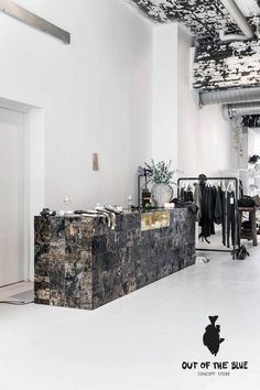 Encore une fois je suis tombée sous le charme des photos de Paulina Arcklin    prises dans ce magnifique concept-store ... Out of the blue...