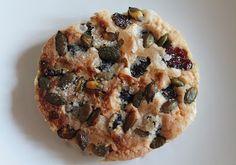 Pumpkin seeds and red cranberries mini cake http://pastissetcake.blogspot.com.es/2012/09/granola-cookies-complet-breakfast.html