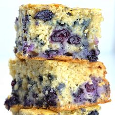 Healthy Yogurt Oat Blueberry Breakfast Cake Healthy Yogurt Oat Blueberry Breakfast Cake ~ fresh, homemade cake loaded with blueberries, made with wholesome healthy ingredients is perfect way to start a day / omgchocolatedesse… Homemade Breakfast, Breakfast Cake, Blueberry Breakfast Recipes, Frozen Blueberry Recipes, Mousse Au Chocolat Torte, Oatmeal Cake, Healthy Yogurt, Blueberry Cake, Blueberry Season
