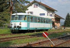 The railcar was built in Germany by MAN (Maschinenfabrik Augsburg-Nürnberg) in 1963 and used until 1993 by AKN – Railway (Altona-Kaltenkirchen-Neumünster Eisenbahn). Since 2013 the railcar is owned and operated by association VES (Verein Etzwilen Singen). Train Light, Swiss Railways, Electric Train, Light Rail, Diesel Locomotive, Model Trains, Switzerland, Germany, Around The Worlds