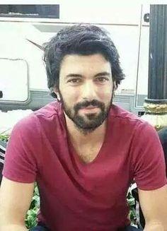 Engin Akyürek, Turkish actor, b. Turkish Men, Turkish Actors, Feriha Y Emir, Soccer Players, Best Actor, Best Tv, Looking Gorgeous, Sexy Men, Portrait Photography