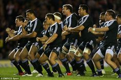 Is this the scariest Haka of all time? New Zealand Maori terrorise the Leicester Tigers with war dance before kick-off Maori All Blacks, All Blacks Rugby, Leicester Tigers, New Zealand Rugby, Rugby Players, All About Time, Kicks, War, Dance