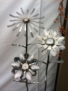 Garden Art & Decor ~ Gartenbedarf - For the Garden - Ornaments Garden Crafts, Garden Projects, Garden Tools, Garden Ideas, Garden Junk, Spring Projects, Diy Garden, Fair Projects, Silverware Art