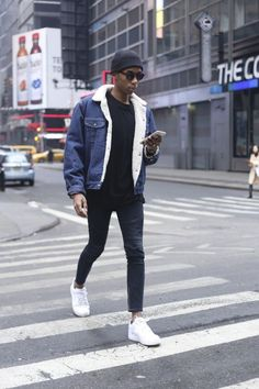 Autumn Winter Men's shearling denim jacket. White trains a black skinnies, an easy style that every guy should try. http://www.99wtf.net/men/mens-accessories/guide-to-wear-accessories/