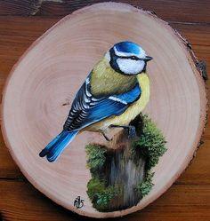 modraszka na pniu Bird Painting Acrylic, Wood Painting Art, Pebble Painting, Tole Painting, Pebble Art, Fabric Painting, Wood Images, Pallet Art, Bird Drawings