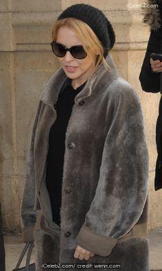 Kylie Minogue  Kylie Minogue arrives at Paris Gare du Nord http://www.icelebz.com/events/kylie_minogue_arrives_at_paris_gare_du_nord/photo3.html