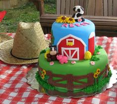 Ooooh - awesome cake for Simon's barnyard friends birthday.