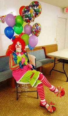 Clown Pics, Clown Suit, Female Clown, Circus Costume, Circus Performers, Fantasy Costumes, Clowns, Carnival, Poses