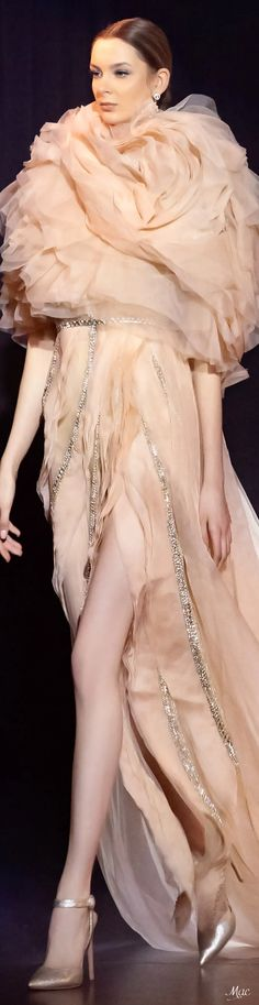 Spring 2021 Haute Couture Elie Saab Elie Saab Couture, Ellie Saab, Runway Fashion, Womens Fashion, Sculptural Fashion, Couture Dresses, Fashion Sketches, Playing Dress Up, Beautiful Outfits