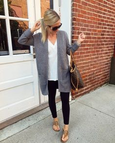 37 Stylish Spring Work Outfit With Cardigan You Will Love 37 Stylish spring outfit with cardigan Cardigan Casual, Cardigan Outfits, Casual Ootd, Cardigan Sweaters, Sweater Dresses, Long Cardigan, Legging Outfits, Leggings Fashion, Black Leggings Outfit Summer