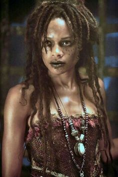 Tia Dalma was a practitioner of voodoo and was known as a mystic and witch doctor. She resided in a shack on the Pantano River in Cuba in the cypress forest in Pirates of the Carribean Maquillage Voodoo, Film Pirates, Tia Dalma, Voodoo Costume, Voodoo Priestess Costume, Witch Doctor Costume, Zombie Costumes, Pinterest Inspiration, Marie Laveau