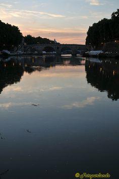 Rome, lungotevere al tramonto.