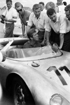 Wolfgang Graf Berghe von Trips Porsche RSK 1600 and Jo Bonnier. Sports Car Racing, Racing Team, Drag Racing, Race Cars, Porsche 550, Porsche Cars, My Dream Car, Dream Cars, Vintage Porsche