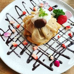 Waffles, Pancakes, Nutella Crepes, Deserts, Breakfast, Ethnic Recipes, Ideas, Food, Easy Food Recipes