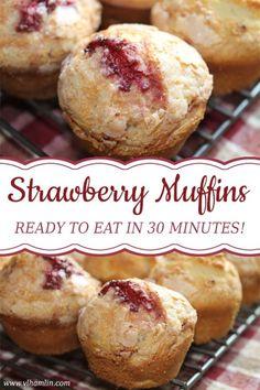 Fresh Strawberry Muffins: Ready to Eat in Just 30 Minutes! Fresh Strawberry Muffins: Ready to Eat in Just 30 Minutes! Köstliche Desserts, Delicious Desserts, Dessert Recipes, Yummy Food, Tasty, Muffin Recipes, Baking Recipes, Breakfast Recipes, Breakfast Snacks