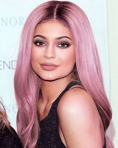 Kylie killing it with pink hair #pinkhair #pastelblonde #kyliejenner