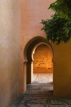 Alhambra Palace is a Moorish citadel or hilltop palace overlooking Granada, Moroccan Design, Moroccan Style, Islamic Architecture, Architecture Details, Le Riad, Moroccan Interiors, Le Far West, Epcot, Doorway