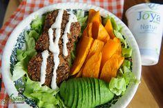 Chiftelute cu linte ciuperci si iaurt de post Cobb Salad, Cantaloupe, Vegan Recipes, Meals, Fruit, Vegetables, Food, Meal, Vegane Rezepte