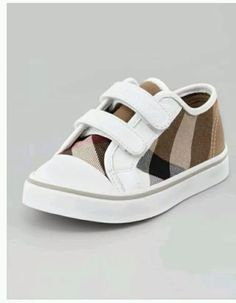 Burbury baby shoes