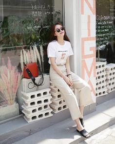Korean Fashion Trends you can Steal – Designer Fashion Tips Korean Fashion Trends, Korean Street Fashion, Korea Fashion, Asian Fashion, Daily Fashion, Aesthetic Fashion, Aesthetic Clothes, Fashion Outfits, Womens Fashion