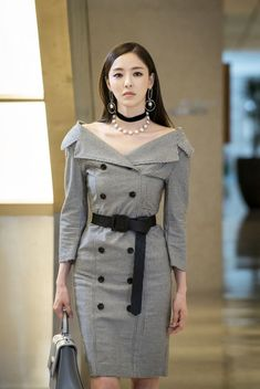 """Lee Da-hee Is Beautiful and Cold as an Ice Sculpture in Newest stills for """"Beauty Inside - Drama"""" @ HanCinema :: The Korean Movie and Drama Database Kpop Fashion, Asian Fashion, Fashion Beauty, Womens Fashion, Kpop Outfits, Korean Outfits, Looks Chic, Beauty Inside, Korean Celebrities"""