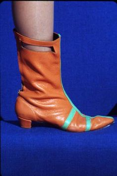 Shoes Braniff International Stewardess Boots, Designed by Emilio Pucci, 1965 60 Fashion, Vintage Fashion, Vintage Shoes, Vintage Outfits, Vintage Air, 60s Shoes, Bnf, Pumps, Emilio Pucci