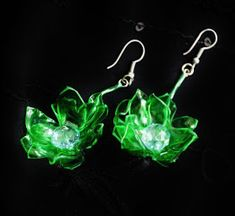 Take some used plastic and use it to make some psychedelic earrings. Plastic Bottle Crafts, Plastic Bottles, Recycled Jewelry, Recycled Art, Beaded Earrings, Beaded Jewelry, Drop Earrings, Prescription Bottles, Recycled Magazines