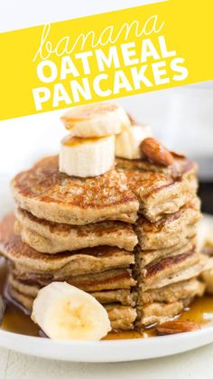 Banana oatmeal blender pancakes are sweetened naturally with bananas and maple syrup and blended together for an easy and healthy breakfast recipe. Top these healthy oatmeal blender pancakes with fresh fruit nuts almond butter or syrup and serve Banana Oatmeal Pancakes, Banana Oats, Healthy Banana Pancakes, Low Calorie Pancakes, Oat Flour Pancakes, Banana Pancake Recipes, Flourless Banana Pancakes, No Egg Pancakes, Gluten Free Pancakes