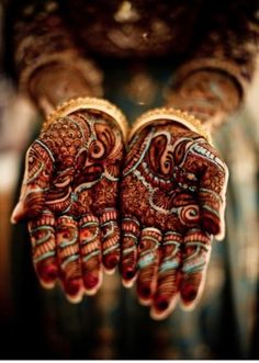 Mehndi x Henna x Tattooed Hands x Indian Body Decorations Arte Mehndi, Henna Mehndi, Mehndi Art, Indian Henna, Indian Art, Henna Ink, Mehndi Style, Indian Style, Designs Henna