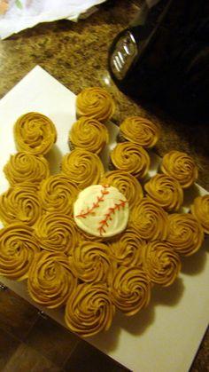 How to make a pull-apart baseball glove cake Baseball Glove Cupcakes, Baseball Party, Softball Cupcakes, Softball Party, Sports Party, Themed Cupcakes, Fun Cupcakes, Cupcake Cookies, Summer Cupcakes