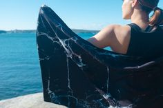MARBLE BLACK | Compact and eco-friendly accessory for gym, yoga, outdoor activities and travel. Absorbent, quick drying and machine washable – stylish and functional.