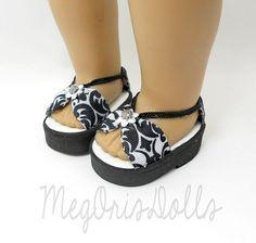 18 Кукла сандалии черный и белый сделано, чтобы соответствовать по MegOrisDolls
