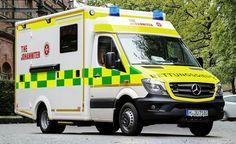 Happy St. Patrick's Day Zur Feier des Tages... Ein bayerischer Rettungswagen in den Farben unserer irischen Schwesterorganisation St John Ambulance Ireland . Lá fhéile Pádraig sona dhaoibh! #StPatricksDay #AusLiebezumLeben