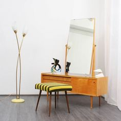 1950s dressing table, birch and maple   http://www.velvet-point.de/index.php?feature=objekte