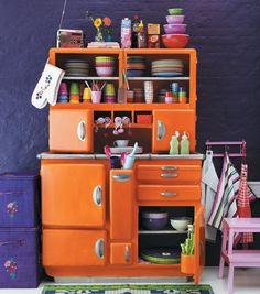 Ooh.. this vintage kitchen storage!
