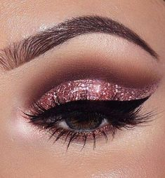 28 Beautiful Makeup Ideas For Prom - EveSteps #EyeMakeupBlue Sparkly Eye Makeup, Cat Eye Makeup, Smokey Eye Makeup, Beauty Makeup, Glitter Makeup, Smoky Eye, Pink Smokey Eye, Beauty Dupes, Dramatic Makeup