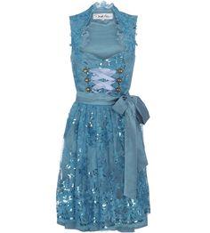 Ein Hochzeitsdirndl in Blau? Ausgefallene Designer Dirndl erhalten Sie bei der Dirndl Marke DIRNDL LIEBE in München