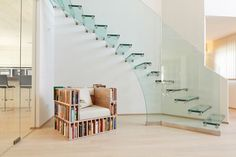 Old but not outdated - the classic Siller all glass staircase Glass Stairs, Floating Stairs, Building Stairs, Building A House, L Shaped Stairs, Straight Stairs, Staircase Design, Stair Design, House Stairs