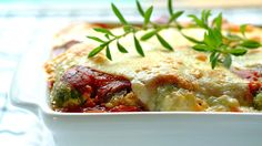 Give this Baby Marrow and Mozzarella Bolognaise Bake a try! Wholesome & hearty, it's packed with baby marrow and a tasty bolognaise sauce. Easy Delicious Recipes, Easy Dinner Recipes, Easy Meals, Tasty, Delicious Food, Easy Recipes, Healthy Recipes For Weight Loss, Healthy Foods To Eat, Healthy Eating
