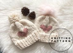 Lovely collection of sweet patterns to knit and crochet a handmade token of love for… Beginner Knitting Patterns, Knitting For Beginners, Crochet Patterns, Knitting Projects, Knitting Socks, Baby Knitting, Faux Fur Pom Pom, Circular Knitting Needles, Beanie Pattern