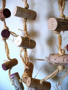Rustic cork garland farmhouse chic repurposed eco-friendly upcycled decor crafts with corks Recycled Gifts, Upcycled Crafts, Repurposed, Cork Garland, Burlap Garland, Easy Plastic Bottle Crafts, Plastic Bottles, Holiday Door Decorations, Christmas Wine