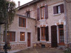 Donnez une seconde vie à votre maison avec une façade aspect pierre ! Charme garanti.