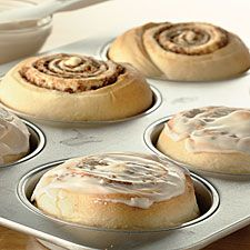 Cinnamon Apple Buns: King Arthur Flour (Instead of dried apples, I will cook finely diced apples in a little water until apples are tender; then drain well, and spread on top of cinnamon filling) Will make these soon! Donut Recipes, Apple Recipes, Baking Recipes, Flour Recipes, Cinnamon Apples, Cinnamon Rolls, Dried Apples, Bun Recipe, Recipe King